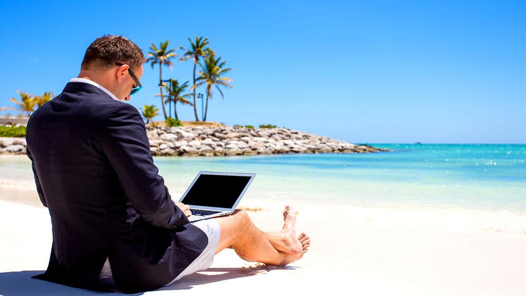 ¿Cuáles son los consejos tecnológicos para unas vacaciones sin sobresaltos?